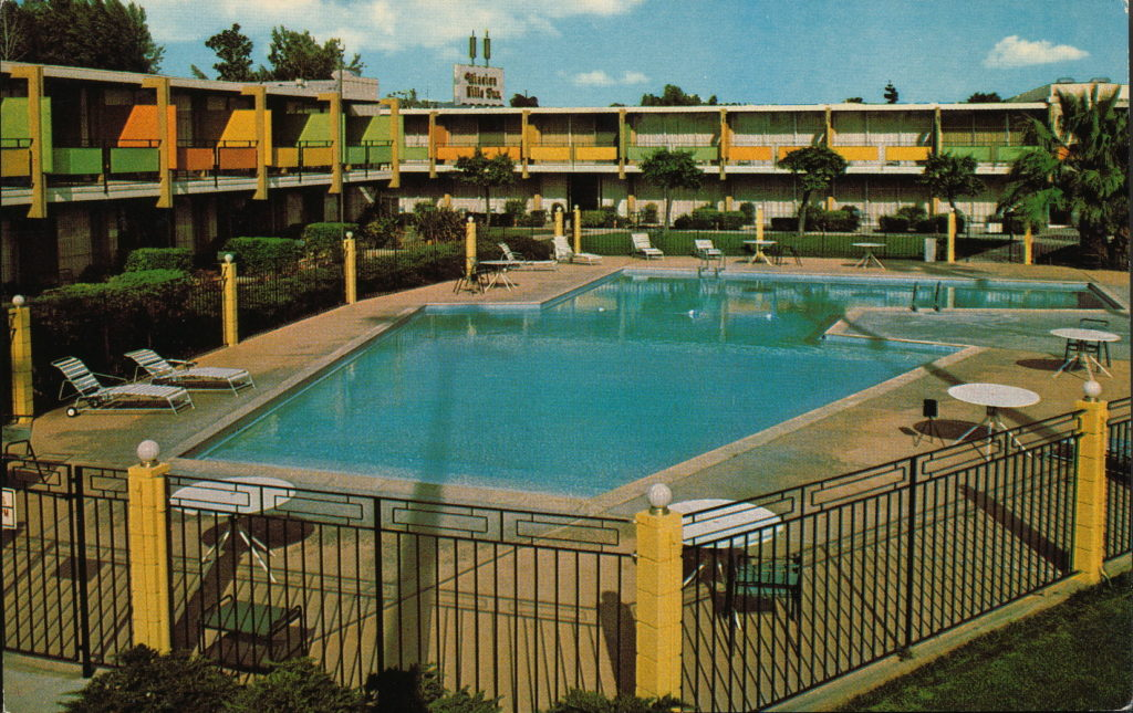 Mission Hills Inn postcard, early 1970s. Valley Relics Museum Collection.